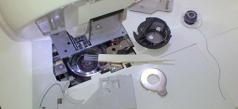 Entretien d'une machine à broder ou machine à coudre éléctronique